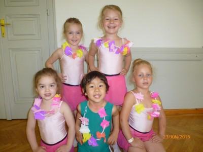 A Hawai tánchoz virágkoszorút készítettünk